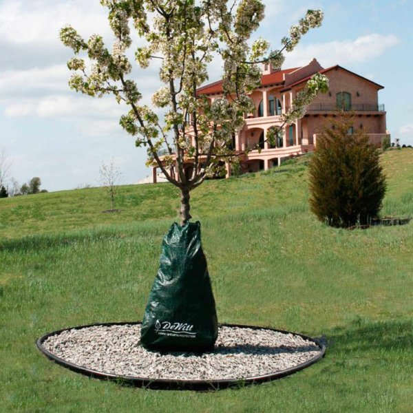 Slow Release Tree Watering Bag - a Drip Irrigation System for Trees